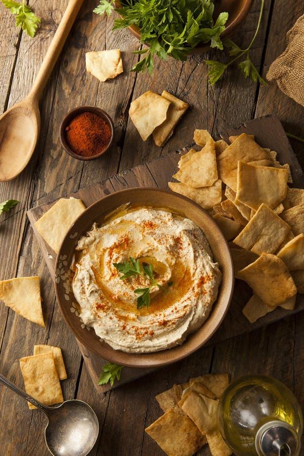Gesundes selbst gemachtes sahniges Hummus stockfotografie