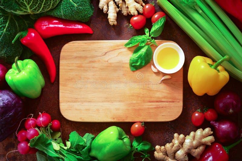Gesundes vegetarisches kochendes Konzept, Ebene legen Anordnung mit a lizenzfreie stockbilder