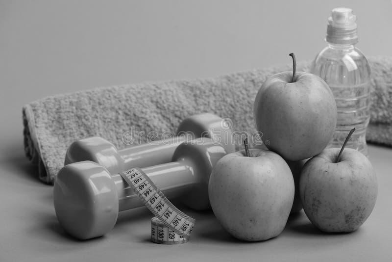 Gesundheit und kalorienarmes Lebensmittelkonzept Sport und gesunde Diät stockbilder