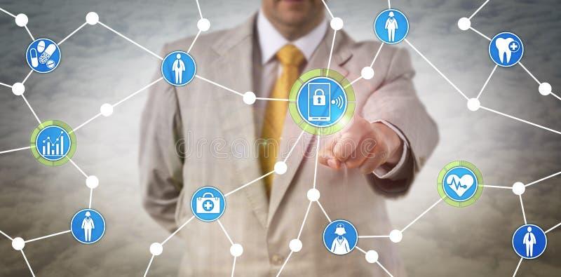 Gesundheitswesen-Manager-Exchanging Data Via-Mobile stockbilder