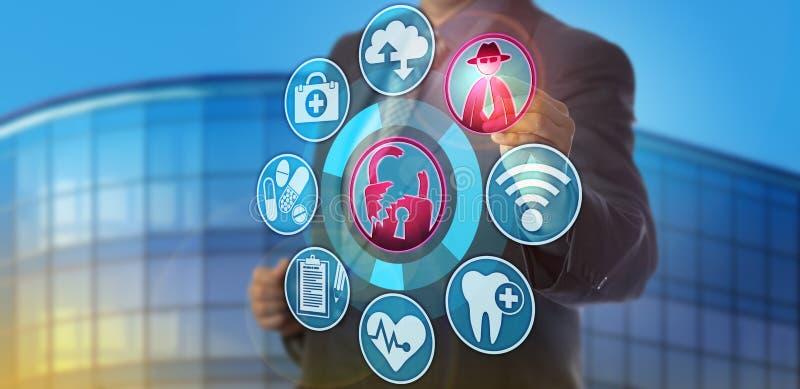 Gesundheitswesen-Manager Spots Confidentiality Breach stockbild