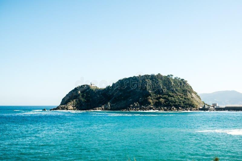 Getaria - Isla de Сан Anton стоковое изображение rf