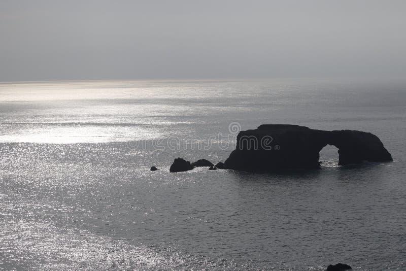 Geten vaggar stranden - nordvästliga Sonoma County, Kalifornien, är munnen av den ryska floden royaltyfri foto