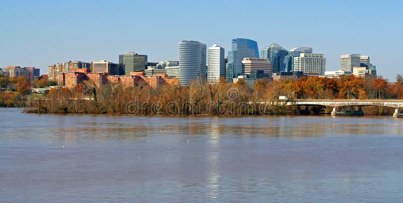 Getijbekken met Rossyln-bedrijfsdistrictshorizon op achtergrond Washington DC royalty-vrije stock afbeeldingen