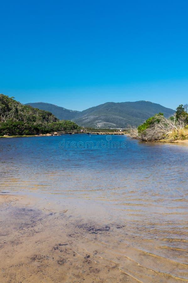 Getijderivier in de zuidelijke sectie van Wilsons-Voorgebergte Nationaal Park in Gippsland, Australië stock foto's