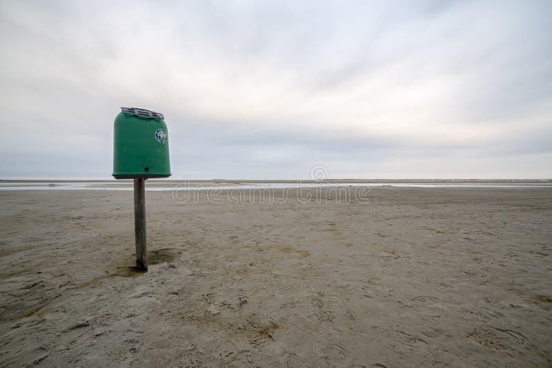 Getijdevlakten in het Wadden Overzees at low tide royalty-vrije stock foto's