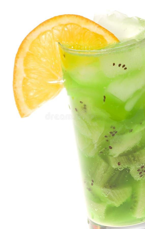 Getränk-Cocktail mit Kiwi und Scheibe der Orange stockfotos