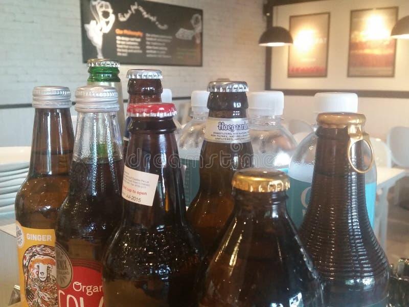 Getränke auf dem Haus lizenzfreie stockfotos