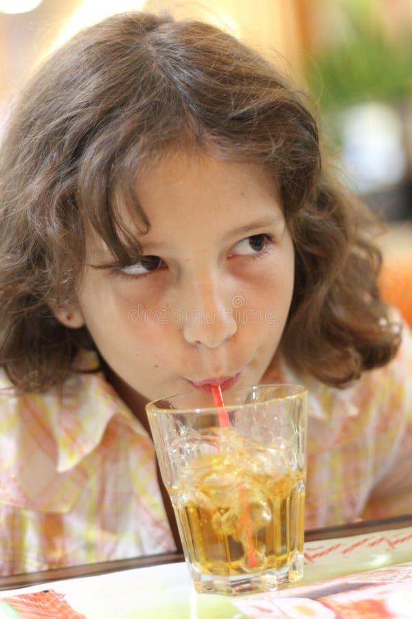Getränklimonade vom Rohr lizenzfreie stockfotos