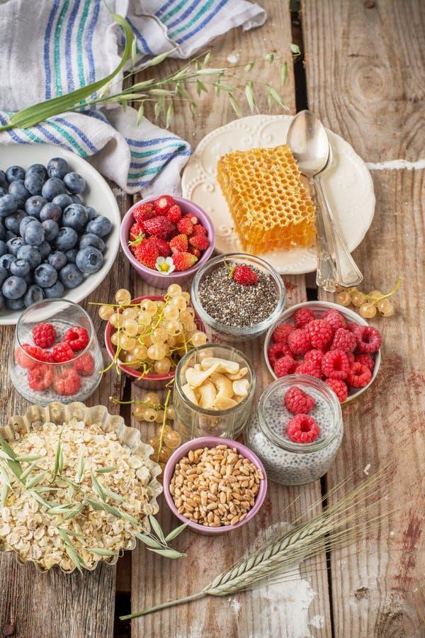 Getreide und verschiedene köstliche Bestandteile für stockfoto