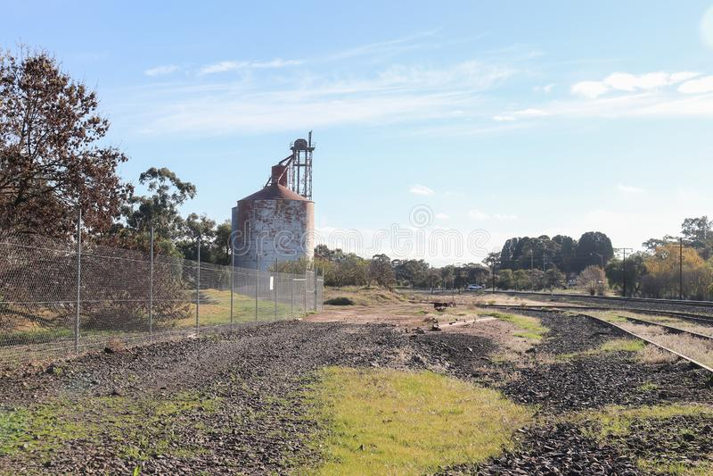 Getreidespeicher nahe dem Bahnhof Stawell in Australien lizenzfreies stockbild