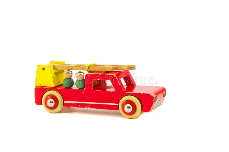Getrennt auf hölzernem Spielzeug der weißen Feuerspritze stockbilder
