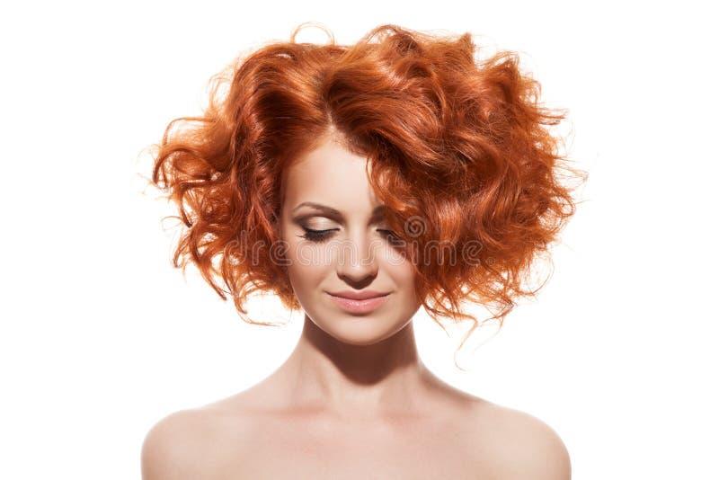 Getrennt auf Weiß Junges Mädchen mit dem roten Haar lizenzfreie stockfotos