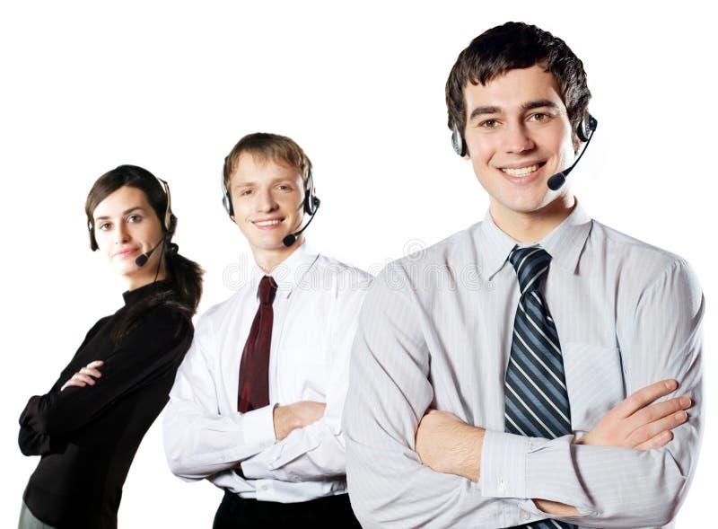 Getrennte Gruppe junge glückliche lächelnde Wirtschaftler lizenzfreie stockfotografie