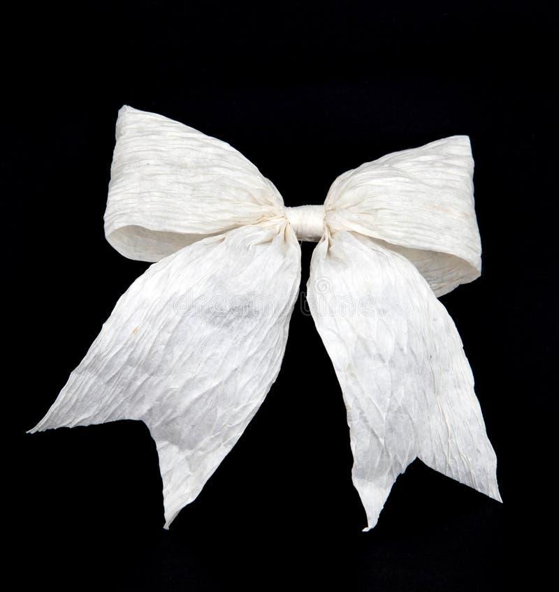 Getrennter weißer Bogen für Feiertagsgeschenkkasten auf Schwarzem stockfotografie