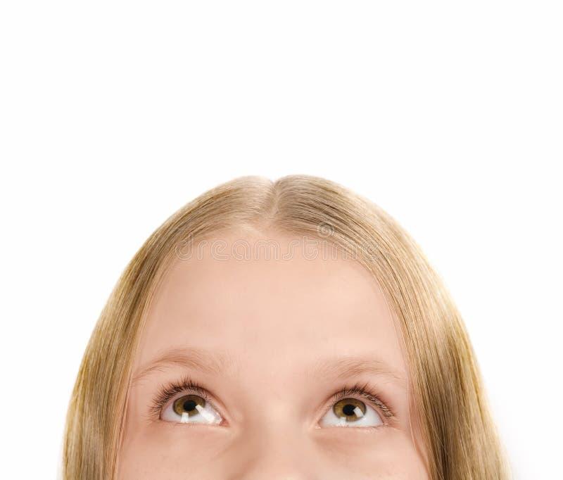 Getrenntes kleines Mädchen, das oben schaut