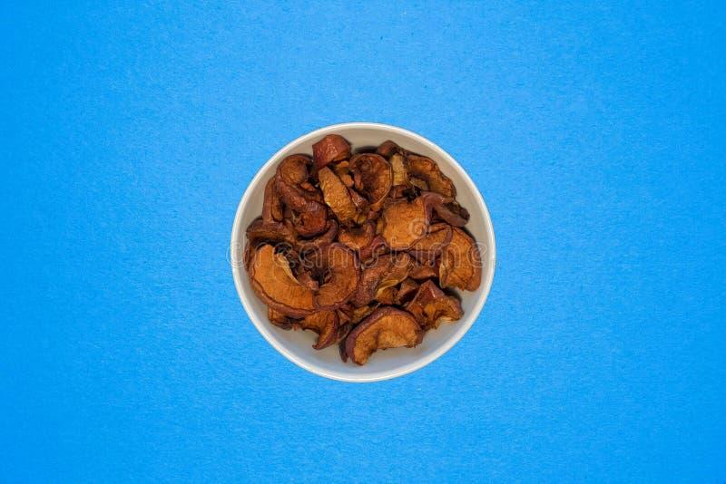 Getrocknete Apfelscheiben Draufsicht, Bestandteil für Kuchen und andere Nachtische stockfotos
