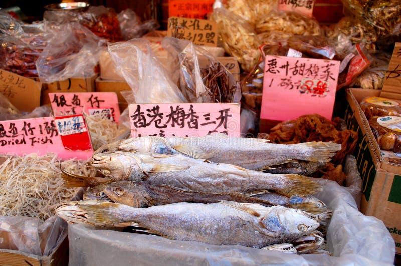 Getrocknete Fische für Verkauf im chinesischen Markt stockbild