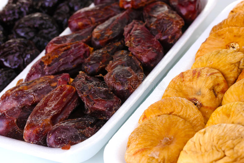 Getrocknete Früchte im Kunststoffgehäuse lizenzfreies stockfoto