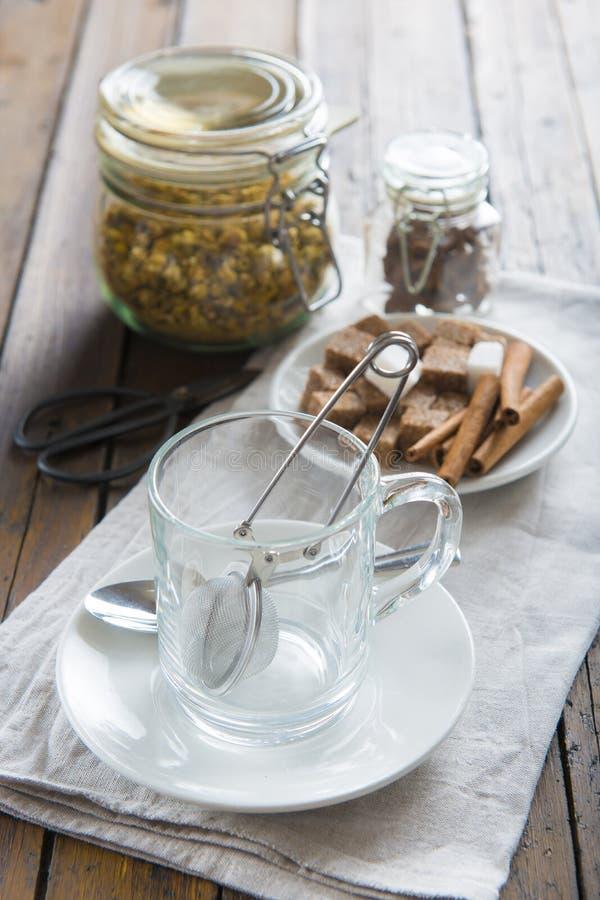 Getrocknete Kamille blüht für das Brauen eines camolile Tees stockbilder
