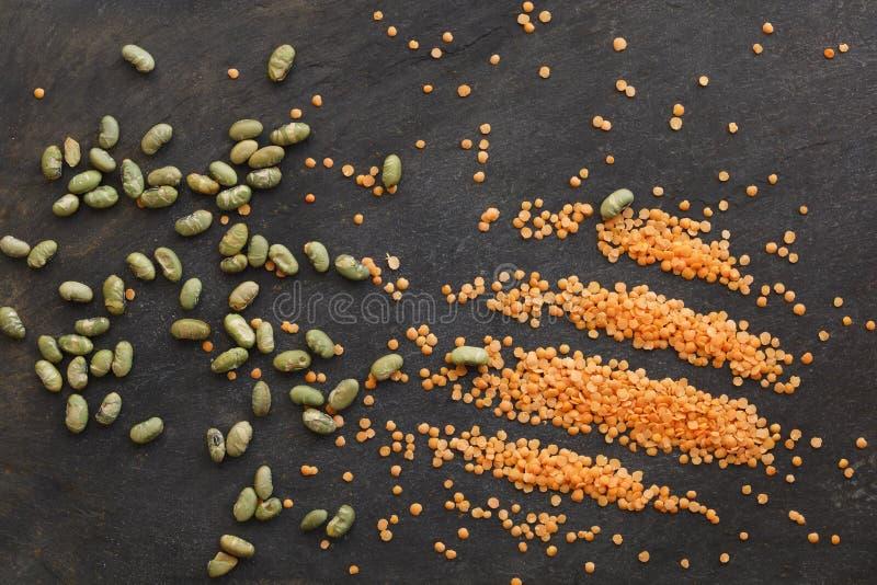 Getrocknete Linsen und gesalzene Sojabohnen lizenzfreie stockfotografie
