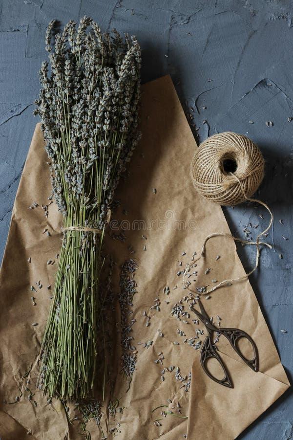 Getrockneter Lavendelblumenblumenstrauß lizenzfreies stockfoto