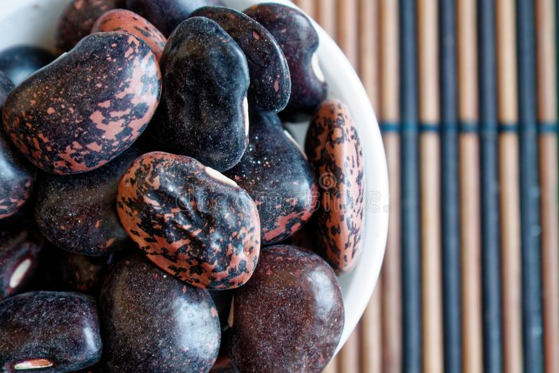 Getrocknetes Nierenbraun sprenkelte Bohnen das Konzept der richtigen Nahrung und des gesunden Lebensstils Draufsicht, Nahaufnahme stockbilder