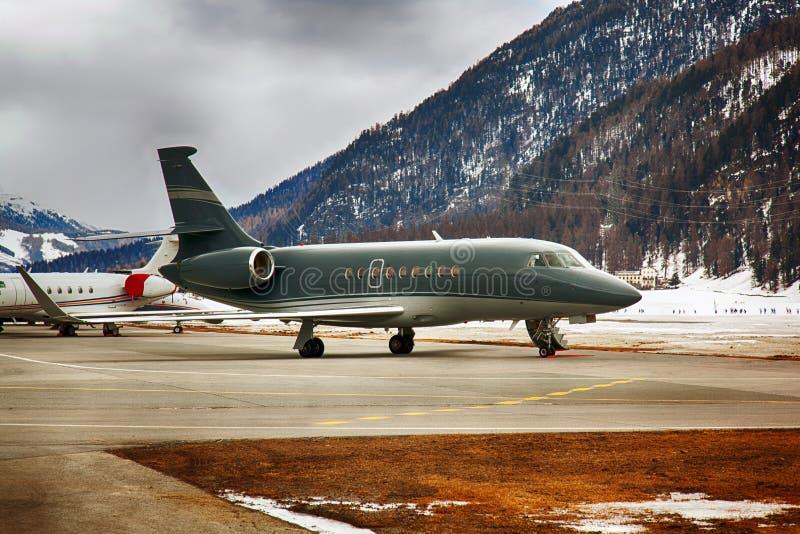 Getti privati nell'aeroporto della st Moritz Switzerland fotografia stock
