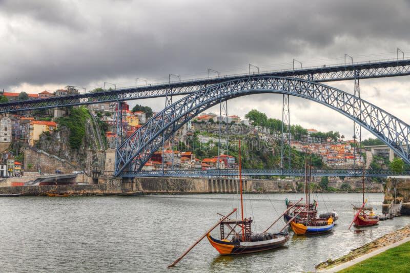 Getti un ponte sui DOM Luis, Oporto, Portuga di Ponte fotografia stock libera da diritti