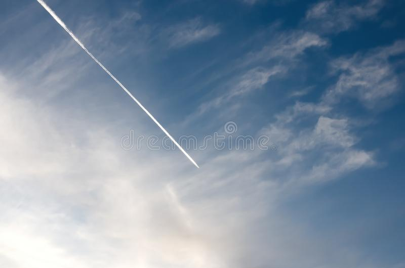 Getto con la traccia nel cielo immagini stock libere da diritti