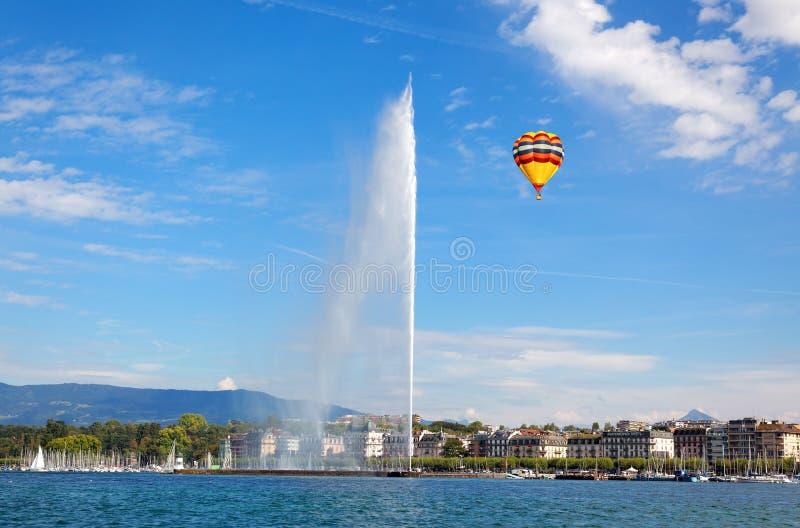 Getto di acqua di Ginevra sul lago Lemano ad estate immagini stock libere da diritti