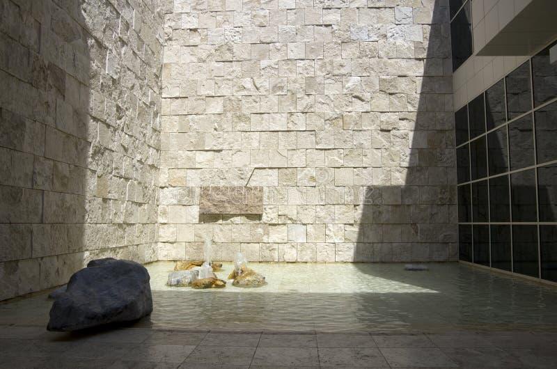 Getty Muzealny wewnętrzny podwórze z wodą zdjęcia stock