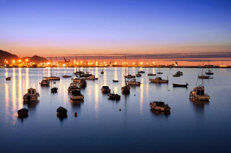 Getxo port på natten med segelbåtar royaltyfria bilder