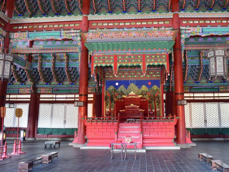 Geunjeongjeon, el pasillo principal del trono del palacio de Gyeongbokgung en Seul imagen de archivo libre de regalías