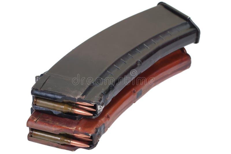 Gev?rmagazin f?r Kalashnikov AK 47 med kassetter royaltyfria foton