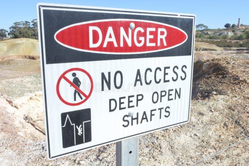 Gevaar geen teken van toegangs diep open schachten in Kapunda-Kopermijn stock fotografie