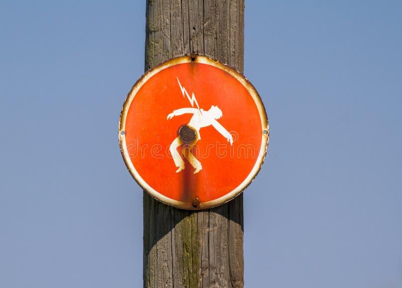 Gevaar van elektrocutie rood teken stock afbeeldingen