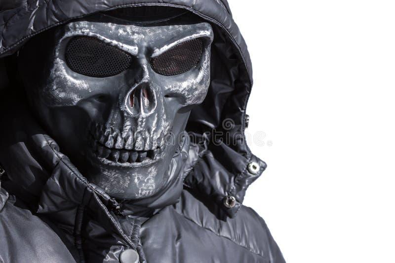 Gevaarlijke gangster in het ijzer, hockeymasker op een witte achtergrond royalty-vrije stock afbeeldingen