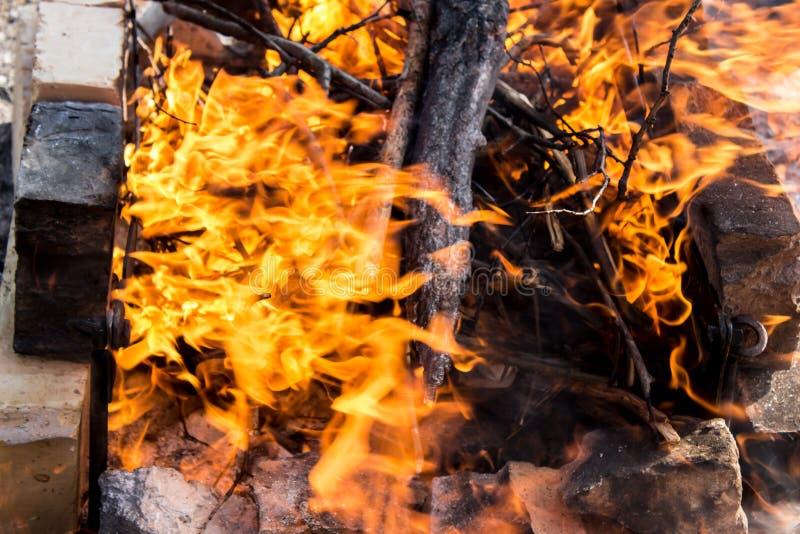 Gevaarlijke vlam van brand stock foto