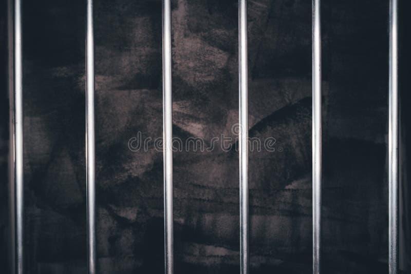 Gevangenisbars, lege donkere gevangeniscel stock afbeeldingen