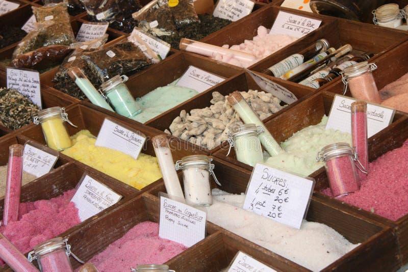Gevarieerde gekleurde suikers in een markt in Nice, Frankrijk royalty-vrije stock fotografie