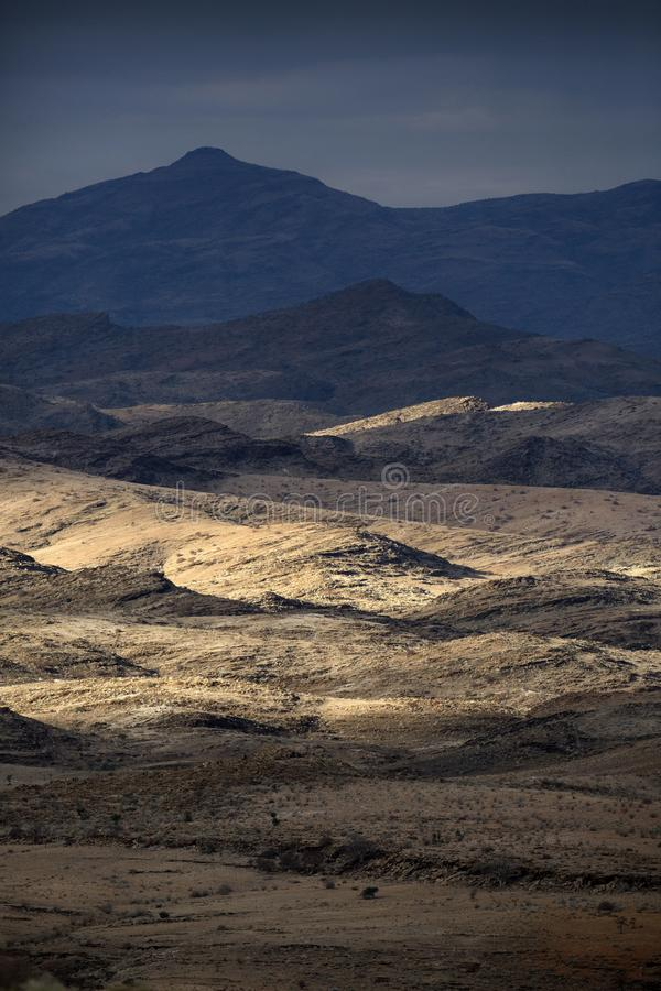 Gevarieerde niveaus van een bergketen stock foto's