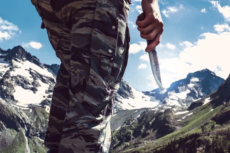 Gevechtsmes ter beschikking de militair stock afbeeldingen