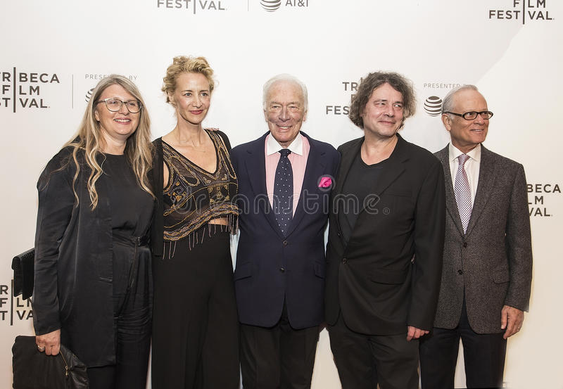 Gevierde Britse Actoren Janet McTeer en Christopher Plummer bij de de Filmpremière van Tribeca van 2017 van ` de Uitzondering ` royalty-vrije stock foto