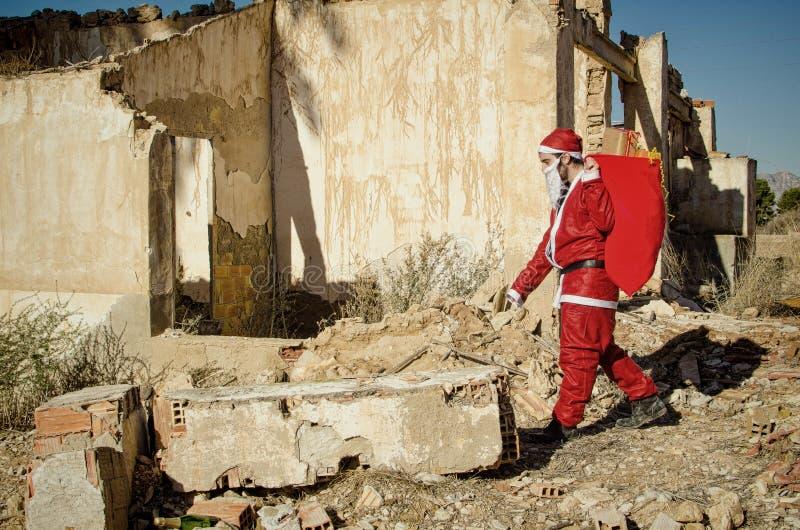 Gevoede omhoog Santa Claus stock afbeeldingen