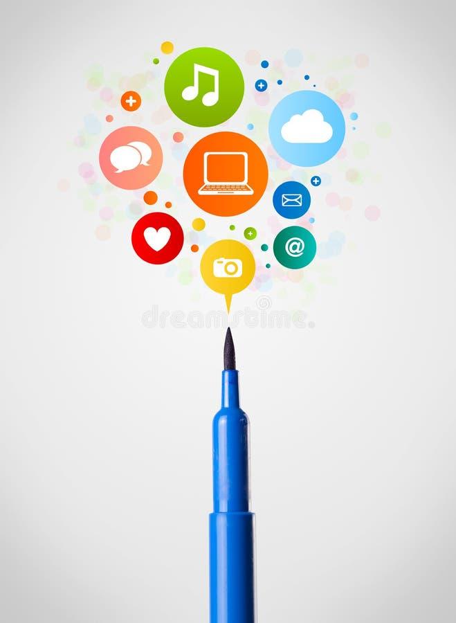 Gevoeld penclose-up met sociale netwerkpictogrammen stock foto