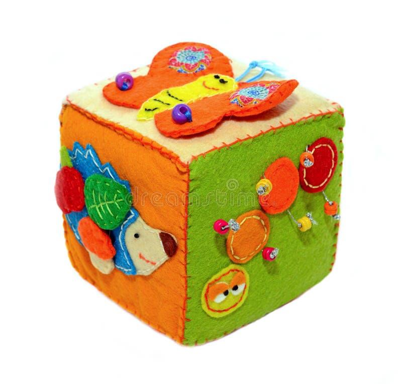 Gevoelde activiteit die kubus, baby zacht sensorisch stuk speelgoed ontwikkelen royalty-vrije stock foto