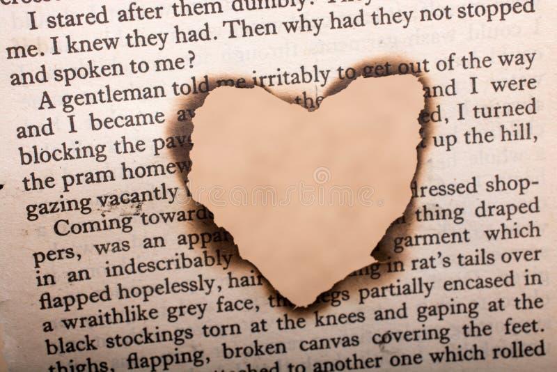 Gevormd die hart wordt het gebrand uit texted document royalty-vrije illustratie
