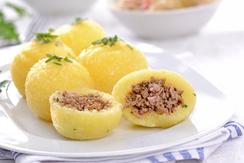 Gevulde aardappelbollen stock foto's