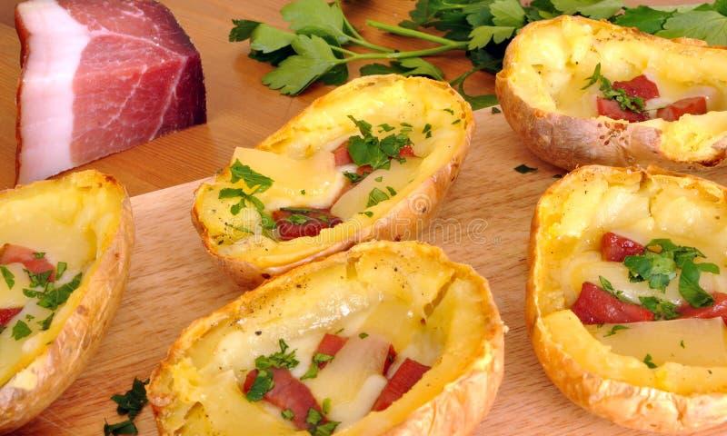 Gevulde aardappelhuiden stock fotografie